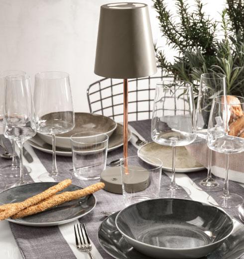 Piatti ambra e sabbia, Bicchieri e Calici Essential Brandani