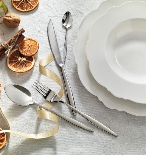 Servizio piatti porcellana Meringa e set posate – Brandani