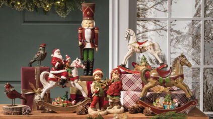 Christmas Decorations by Brandani : standing Santa Claus and Christmas ornaments