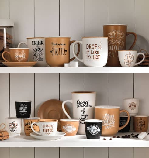 Mugs with phrases by Brandani
